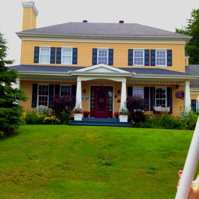 Colonial house porch don 39 t like moulding above more for Colonial porch columns