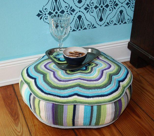 Häkelanleitung für großes Sitzkissen / diy crochet instruction: pouf, round, flower by allescaro via DaWanda.com