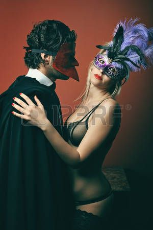 маскарад: Мода пара носить венецианские маски. Венеция маскарад и карнавал