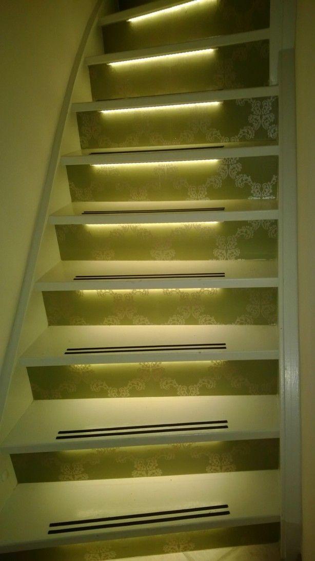 Trap behangen en verlicht met led strips