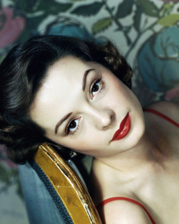 Jane GREER (1924-2001) Bio * AFI Top Actress nominee > Active 1945–96 > Born Bettejane Greer 9 Sept 1924 Washington, D.C. > Died 24 Aug 2001 (aged 76) California > Spouses: Rudy Vallee (1943–44 div); Edward Lasker (1947–63 div); Partner- Frank London (1963–2001, his death) > Children: 3. Descended from the poet John Donne. Jane married crooner Vallee after fleeing a very possessive Howard Hughes, who kept her virtually a prisoner for months. Hughes pressured her and ruined the marriage.