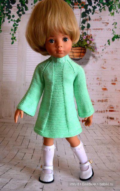 Одежда для куколок. Вяжем тунику для куколки Готц. Туника связана спицами сверху вниз.