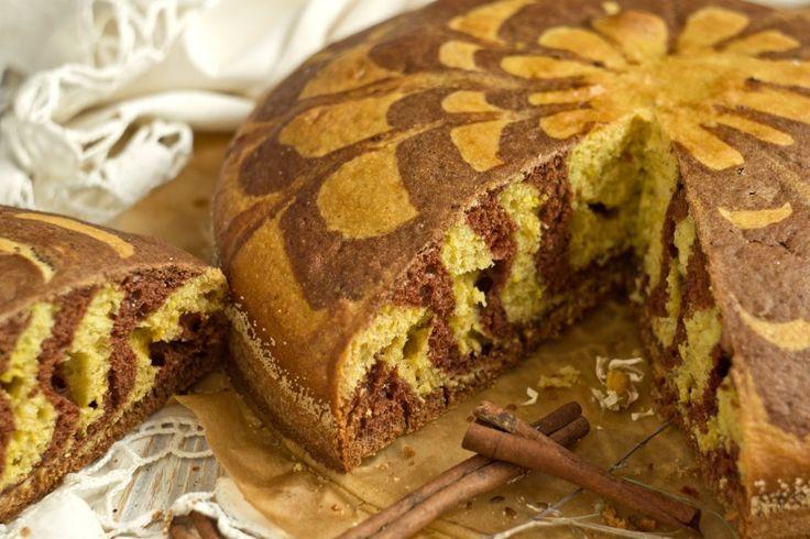 Пирог получается мягким, пористым и, что немаловажно, несухим.