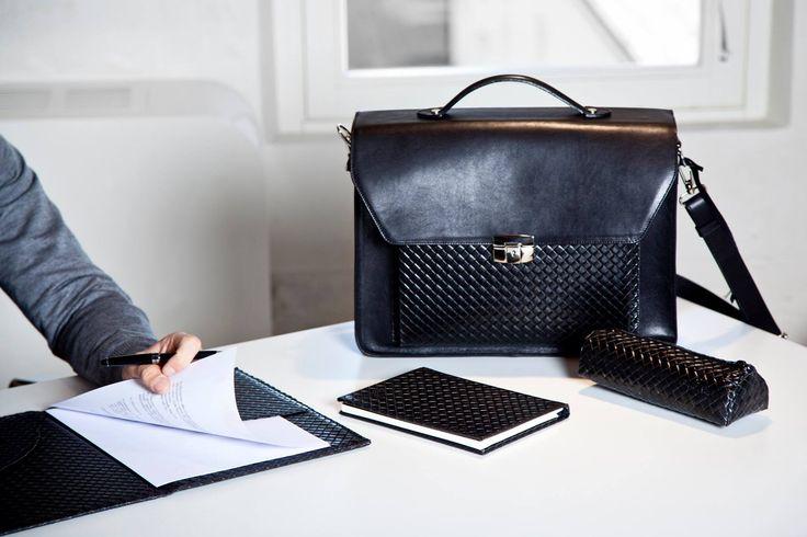 """""""La moda passa, lo stile resta""""_ Coco Chanel  Distinguiti con l'intramontabile motivo ad #intreccio #Twist.  Scopri tutti i prodotti della linea #elegance sul nostro #store on line ufficiale: http://store.royalnotes.it/collections/elegance  #cartella #portadocumenti #24h #twist #nero #black #work"""