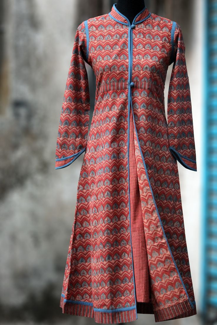 a long kurta that is perfect as a formal wear, with collar details and an attached trenchcoat styling! the fabric is hand printed with dome-like motifs and ch