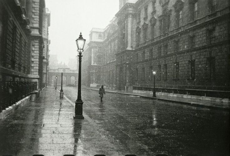 Never-before-seen Black and White Photographs of London in the Early 1950s