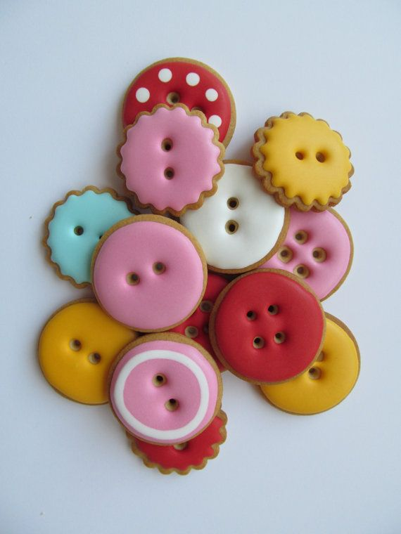 how cute are these little button cookies! and... with cookie cutters, piping tips, fondant and a bit of patience, tooootally doable.