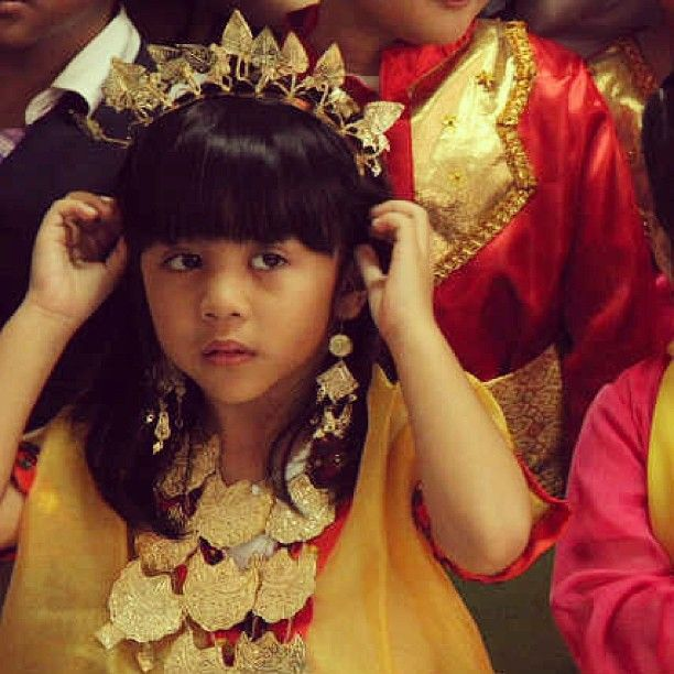 .@rahail | #harikartini#bajubodo#sulawesi#indonesia#kindergarten#bhakti | Webstagram - the best Instagram viewer