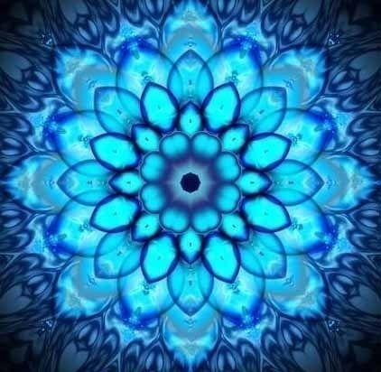 La Garganta. El Mandala aparece en todos los aspectos de vida: los círculos celestes nosotros llaman la tierra, el sol, y la luna, así como los círculos conceptuales de amigos, familia, y la comunidad. Un mandala es... Una estructura integrada organizada alrededor de un centro de unificación.