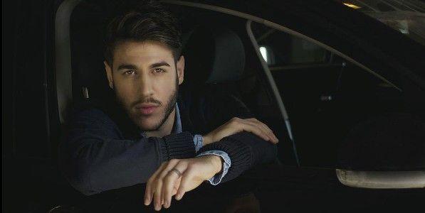 Antonio Jose en coche