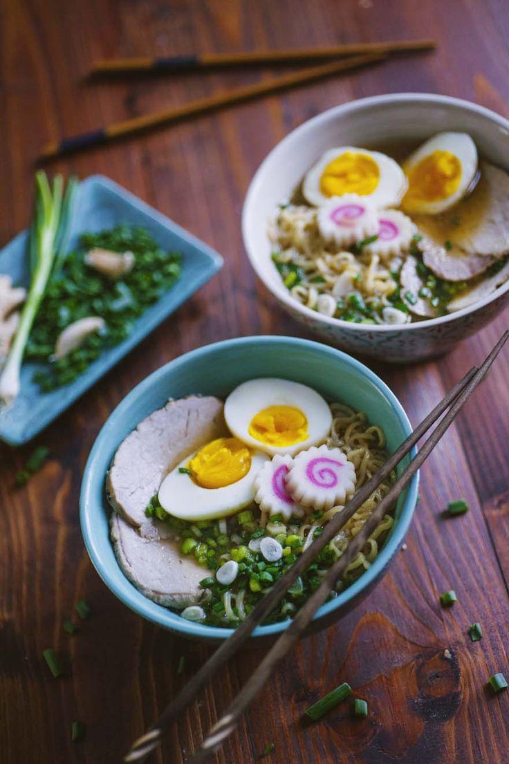 Il ramen è un piatto unico giapponese, ricco e saporito. Miso, lonza di maiale, noodles, cipollotti e uova sode: decisamente da provare!