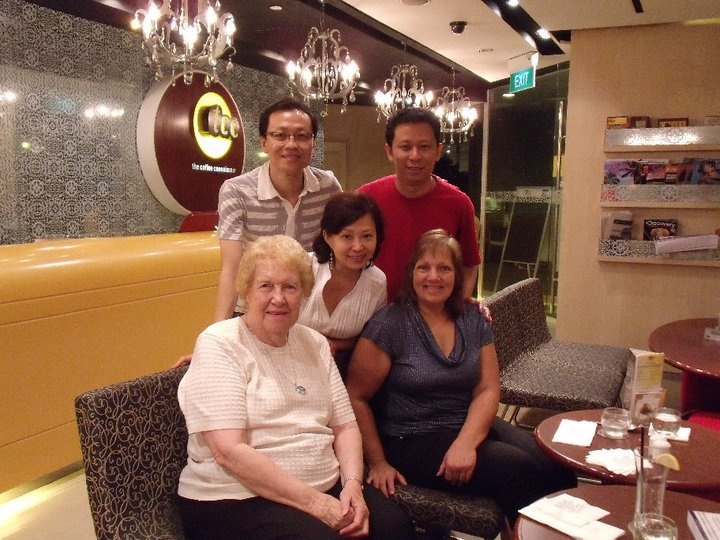 Dolores Cannon, Julia Cannon and Fans during the Dolores Cannon Singapore Class OCT 2010