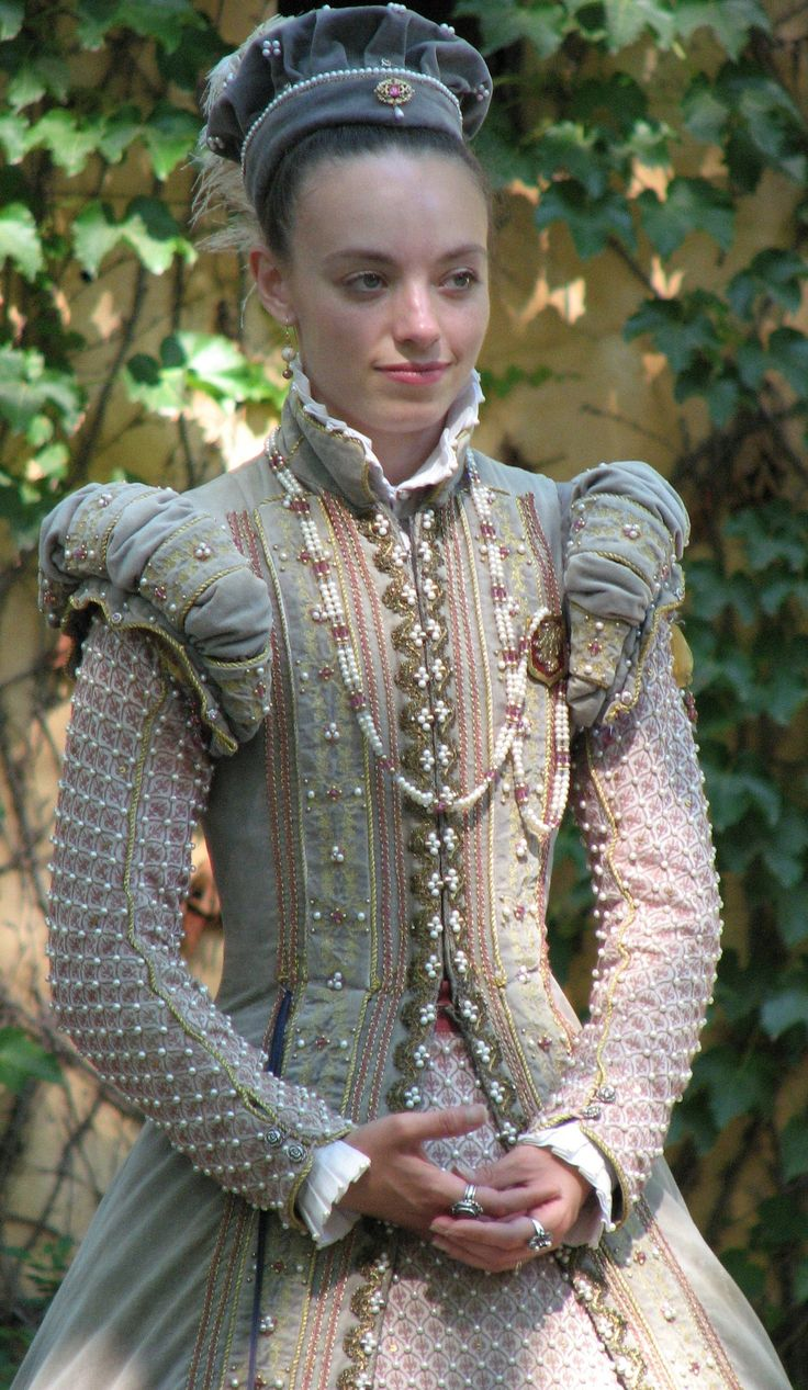 Elizabethan (wow, friends all over Pinterest!)