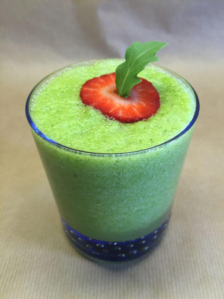 Szívsaláta, zöld alma, rukkola, uborka, angol zeller, lime  Heart of lettuce, green apples, arugula, cucumber, celery, lime