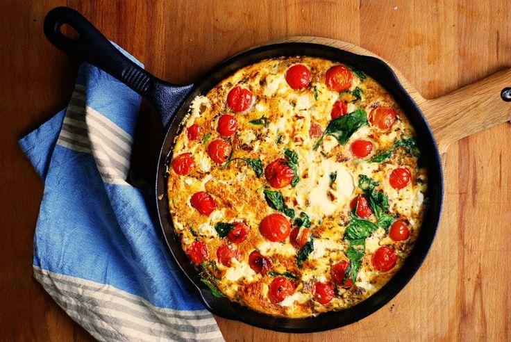 Frittata ze szpinakiem, pomidorami i serem kozim | Prawie Wyszło