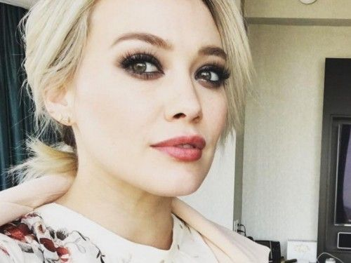 Hilary Duff picks her kid up from school in the most amazing outfit ever