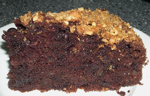Chocolade-courgette cake - http://www.mytaste.nl/r/chocolade-courgette-cake-1019906.html