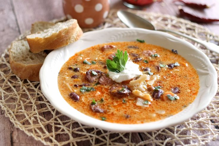 Mi csak így hívjuk debreceni leves, nagyon gyorsan elkészül, tulajdonképpen a jókai bableveshez nagyon haso...
