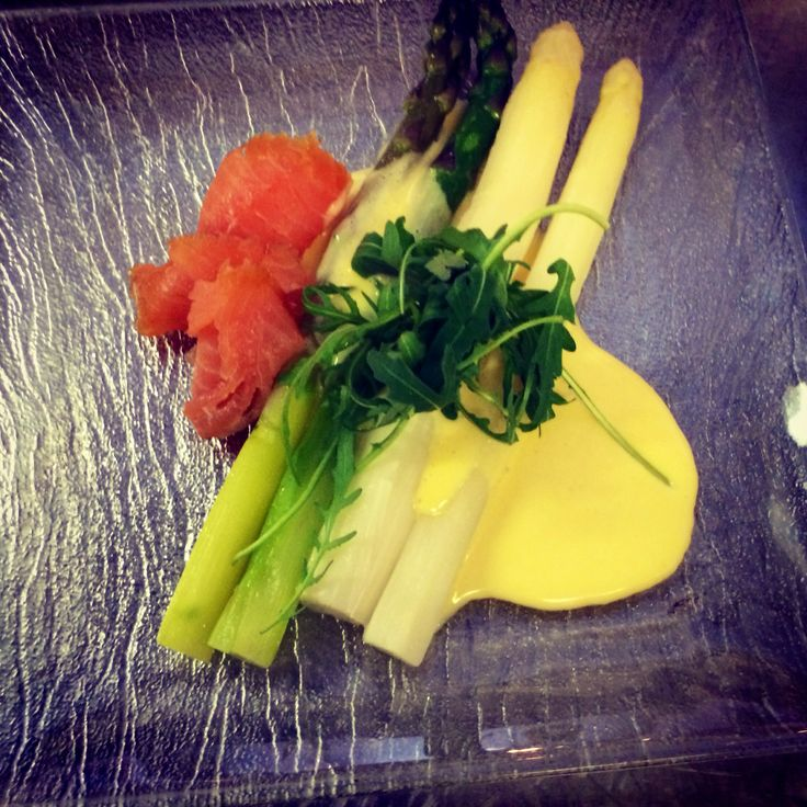 Asparagus and hollandaise with cold smoked salmon #restaurantviola