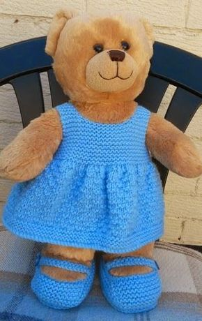 This is an easy knitting pattern for a dress and shoes. The dress skirt has a 4 row pattern. changing to garter stitch (every row kni...