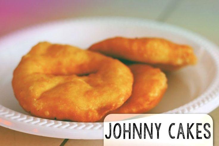 Johnny cakes zijn kleine, gefrituurde broodjes van soda-deeg. Doordat ze geen gist bevatten zijn ze in korte tijd te maken. Ze zijn ideaal om mee te nemen, omdat ze door de olie lekker lang vers bl…