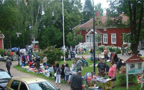 Kaupunginmuseon ja Marttojen kirpputoripäivä pari kertaa kesässä, Öllerinkatu 3, Riihimäki.