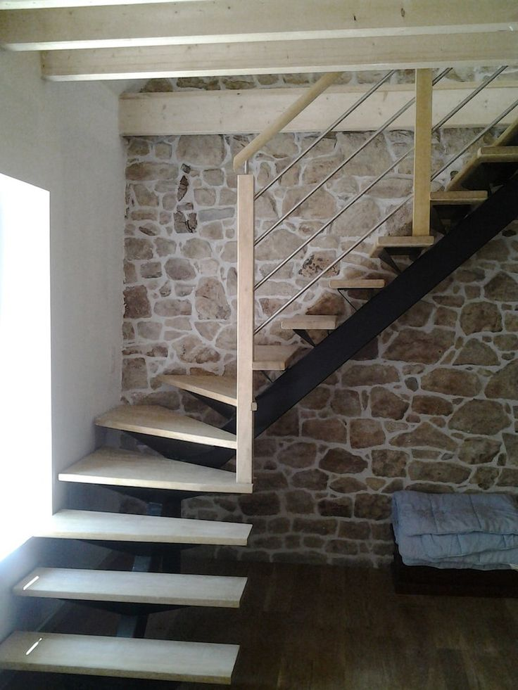 Best 25 escalier quart tournant ideas on pinterest escalier tournant gard - Escalier a limon central ...