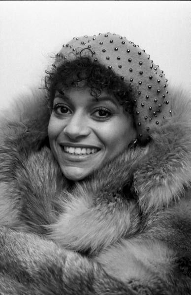 Debbie Allen, the dancer, choreographer,director, actress makes this list for her memorable performance as Michelle, one of the wives of Richard Pryor in his 1986 biopic, JoJo Dancer Your Life is Calling. The scene of her dancing on stage at the nightclub is one of the most sensuous scenes in cinematic history and the car scene with Pryor is also quite memorable. Allen also appeared in the 1980 hit film, Fame as well as in the television series of the same name.