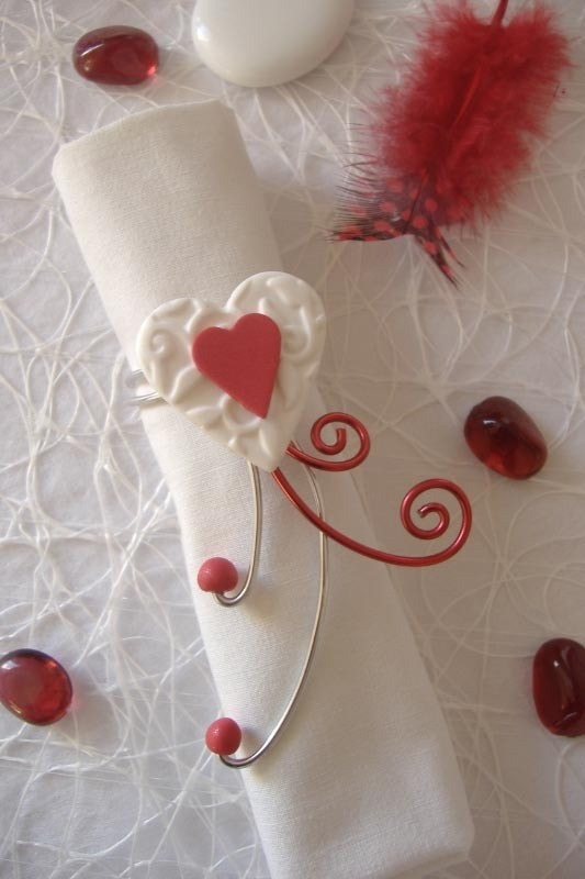 Rond de serviette rouge et blanc coeur r alis la main for Decoration table de noel rouge et blanc