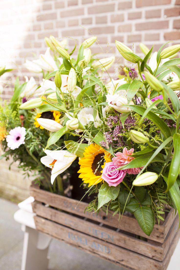 Wilde bloemen passen zeer goed als decoratie voor je bruiloft   Moniek van Gils Fotografie