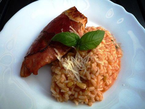 Een risotto die bij jong tot oud in de smaak valt! Deze risotto is voldoende voor een vegetarisch voorgerecht voor vier personen. Geef je er een kipfilet bij (lekker met een plakje rauwe ham er omheen gewikkeld) dan kun je het als hoofdgerecht serveren. Tip voor extra vitamines. Begin met het koken van het water … … Lees verder →