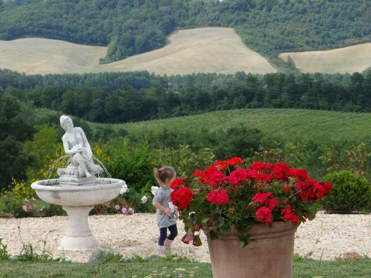 Panorami straordinari dal parco dell'agriturismo romantico Taverna di Bibbiano tra Siena e San Gimignano, ideale per la vostra Luna di Miele in Toscana