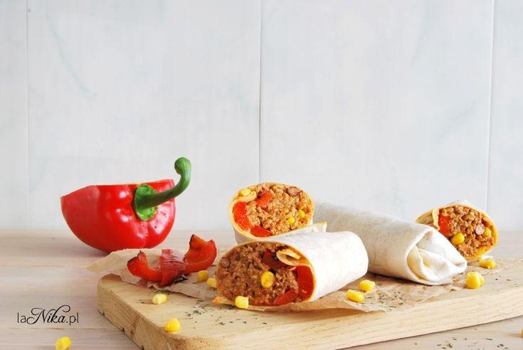 Burrito z mięsem mielonym, fasolą i papryką