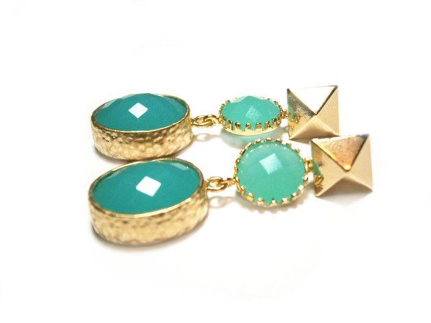 **Vergoldete Ohrringe mint** In zauberhaften Mint-Tönen funkeln die österreichischen Markenkristalle, die ich für diese vergoldeten Ohrringe verwendet habe. Die Kristall-Ohrringe sind ca. 4 cm...