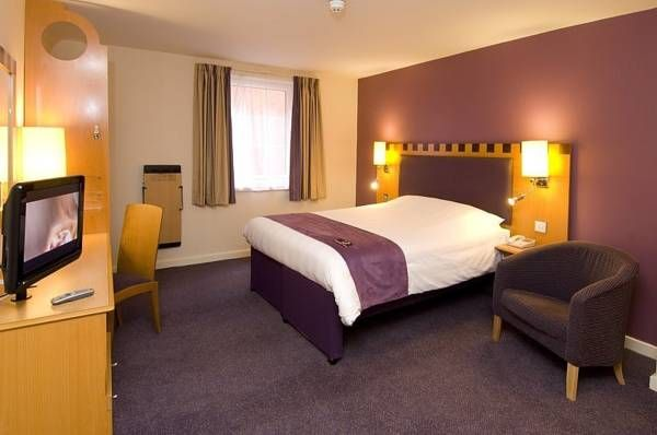 Hotel Premier Inn London Wimbledon South - London ... #Hotel, #Hotels, #SpecialOffers, #HotelDirect, #HotelGuide, #BestHotels ... Welcome to Hotel Premier Inn London Wimbledon South London, Hotel Premier Inn London Wimbledon South is 3 miles from the All England Lawn Tennis Club, home of the Wimbledon Championships. Modern rooms each have a TV, and are 10 minutes' walk from Colliers Wood Tube Station. The Premier Inn...
