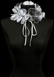 TEODORA | Collars | Collections | Anne Fontaine