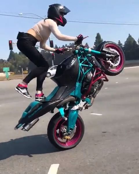 Kawasaki Ninja ZX-6R Motorcycle Street Wheelie Stunts