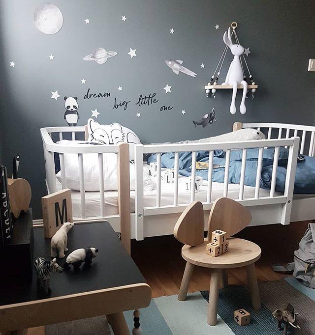 Håper dere alle får en fin helg /bildet inneholder reklame og sponsede produkter/ @oliverfurniture #juniorseng #oliverfurniture #barneseng #bed #bedroomdesign #bedroom @carmell.no #stickstay #wallsticker #veggdekor #skrivepult #plantoys @sebrainterior #sebramoment #sponsoredbysebra #sengesett #klosser @littlegrey.se #littlegreyse #byggeklosser #hylle #shelfie #kidsplayroom #kidsroom #barnrum #barnerom #kidsinterior #kinderzimmer #dreambig #boysroom #gutterom #interiør#fashion - Architecture…