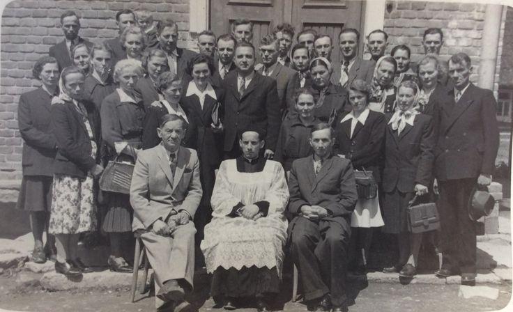 Rodzice dzieci komunijnych z 1952 r. Zdjęcia użyczył Władysław Rajs.