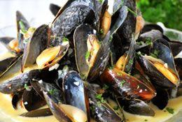 Prince Edward Island (PEI) mussels in white wine sauce mmmm.....