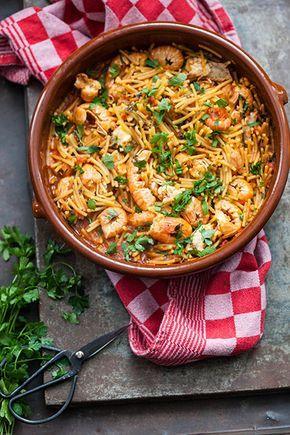 Fideuá, een recept voor een typisch Catalaanse vis stoofpot met langoustines, zeeduivel maar dan niet met rijst maar met pasta