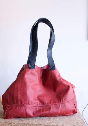 Głęboka, czerwona torba-worek.  #leather #leather_bag #redbag #handcrafted