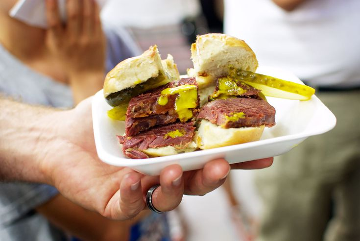 Review Eating London East End Food Tour: Hot Salt Beef Bagel from Beigel Bake