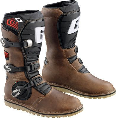 Oiled: this extremely durable boot is made with a full grain leather. It features an injection molded front shin guard and three new alloy buckles, which are replaceable. It is also waterproof thanks