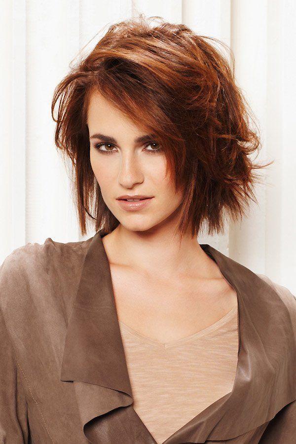 Kurzhaarfrisuren Bob Im Undone Look Kurzhaarfrisuren Undone Frisuren In 2020 Long Hair Styles Layered Haircuts For Women Medium Hair Styles