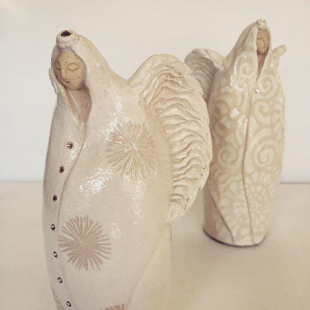 大天使に続いて制作していた小さめサイズの天使も窯出しして、それぞれスワロフスキーの装飾もほどこしました。今月15日から伊勢丹新宿店ウエストパークで開催のChristmas Collectionに大天使と共に出品致します! #pottery #ceramic #クリスマス #大天使 #angel #人形 #陶人形 #christmas #天使#伊勢丹新宿店 #アトリエ陶喜 #陶芸家 #辻本喜代美 #陶器