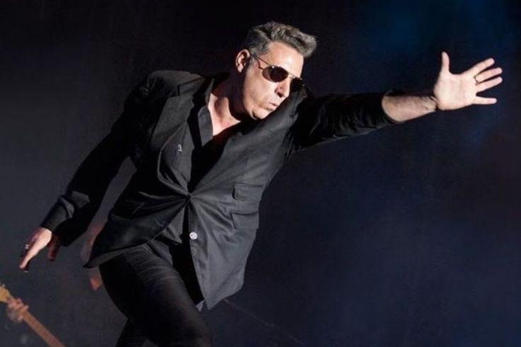 DescargarLoquillo discografia completa mega grandes exitos rar zip. José María Sanz Beltrán (Barcelona, 21 de diciembre de 1960), alias Loquillo o Loco, es un cantante español de rock and roll. Hasta mediados de 2007, lo acompañaron los llamados Trogloditas (Simón, el último troglodita original, dejó la banda y se quedó con el nombre de Trogloditas). Actualmente se presenta como Loquillo, si bien, acompañado de sus colaboradores habituales, como Igor Paskual o Josu García. Loquillo…