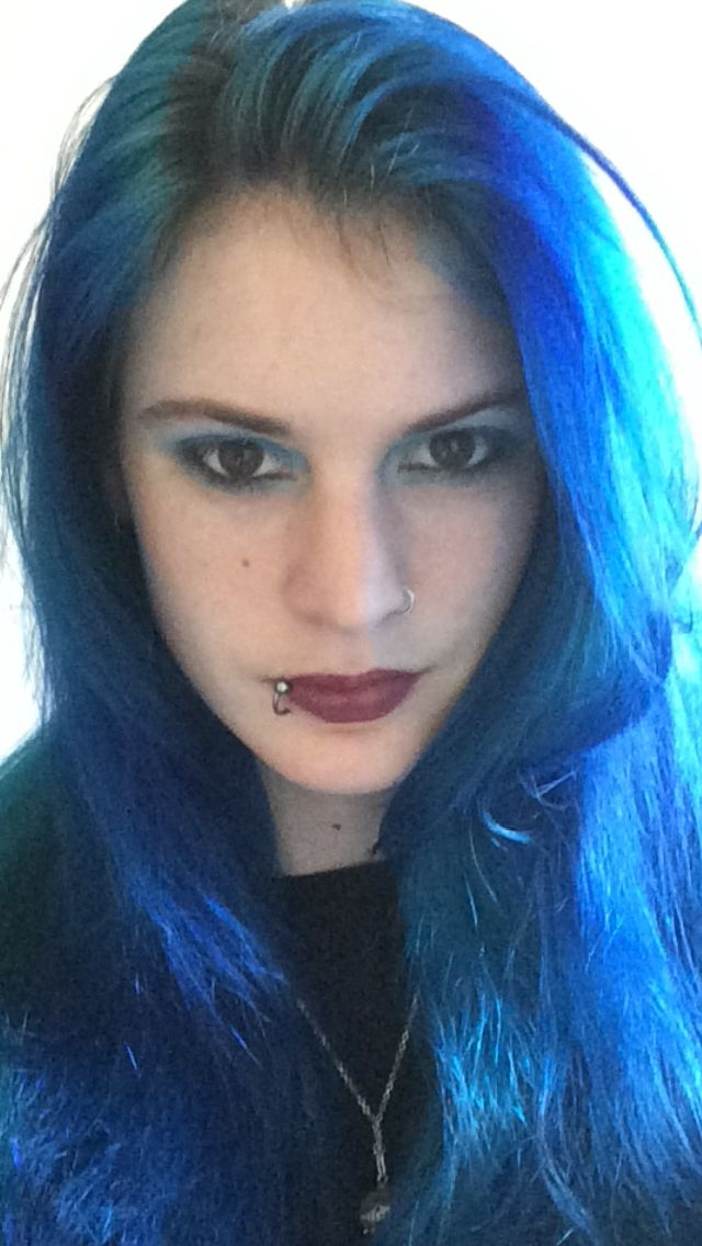 Blue hair, turquoise and midnight blue, la riche directions. Blue eyeshadow #bluehair #blueeyes