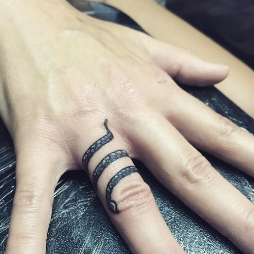 30+ Amazing Small Snake Tattoo Ideas - Snake tattoo is a popular option among tattoo aficionados especially inked in small size because such designs look elegant, appealing and minimalistic. If you are in search of the cool small snake tattoo motif, this …