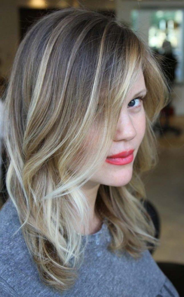 Love this ash blonde balayage hairstyle.